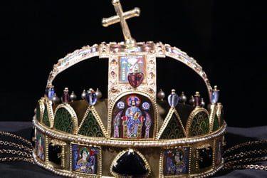 corona santo stefano parlamento budapest